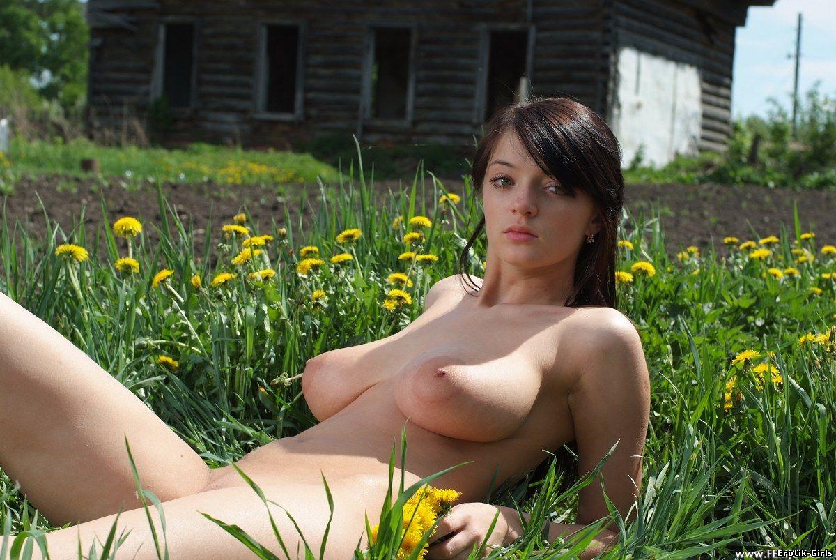 golie-foto-devushki-letom